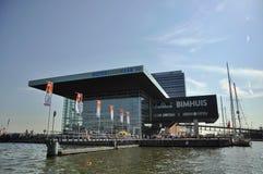 音乐厅(Muziekgebouw)在阿姆斯特丹的中心 免版税库存图片
