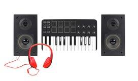 音乐和声音-两台扩音器封入物、密地键盘和h 图库摄影