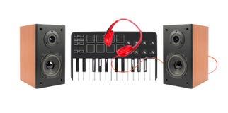 音乐和声音-两台扩音器封入物、密地键盘和r 免版税库存照片