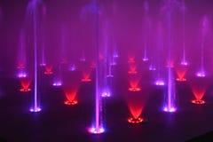 音乐喷泉唱歌喷泉音乐抓住音乐会喷泉 免版税库存照片