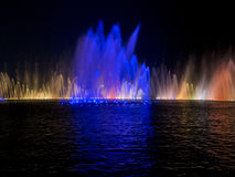 音乐喷泉展示在晚上, westlake杭州 库存图片