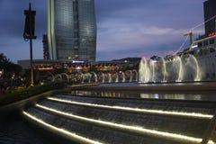 音乐喷泉展示在深圳蛇口海世界广场 免版税图库摄影