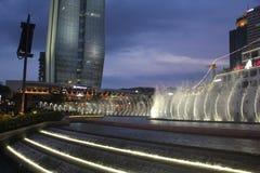 音乐喷泉展示在深圳蛇口海世界广场 库存照片