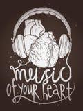 音乐在黑板的海报和耳机设计与解剖心脏的 免版税库存图片