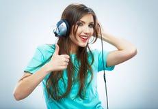 音乐妇女画象 被隔绝的女性式样演播室 免版税图库摄影