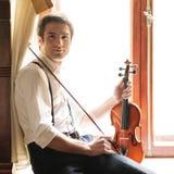 音乐家和小提琴 库存照片