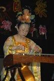 音乐家和舞蹈家农历新年的庆祝的在布莱克本兰开夏郡 库存图片