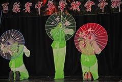 音乐家和舞蹈家农历新年的庆祝的在布莱克本兰开夏郡 免版税库存照片