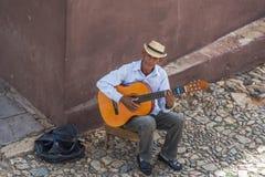 音乐家在特立尼达,古巴 免版税库存照片