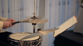 音乐家在音乐会的鼓吉他使用 影视素材