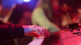 音乐家弹钢琴 股票视频