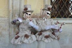 音乐家被打扮的被掩没的妇女2 库存图片