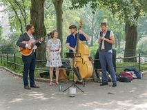 音乐带在秋天中央公园,纽约 库存图片