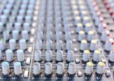 音乐搅拌器书桌在演播室 库存照片