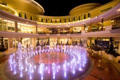 音乐照明设备喷泉和着色在曼谷 免版税库存图片