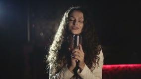 年轻音乐的音乐夹子担任主角的录影生产 慢的行动 股票录像