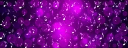 音乐笔记、Bokeh和闪闪发光在紫色背景横幅 免版税库存图片