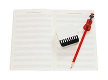 音乐笔记本和红色小提琴书写与裁减路线 免版税库存照片