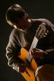 音响古典吉他吉他弹奏者使用 免版税库存照片