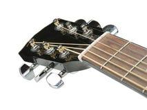 音响古典吉他特写镜头射击与串,一把美丽的黑声学吉他的照片的关闭在温暖的 图库摄影