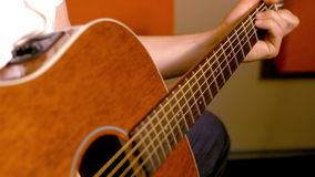 音响接近的吉他 影视素材