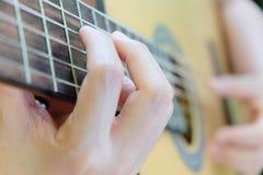 音响详细资料吉他吉他弹奏者递instrumant音乐执行者使用 图库摄影