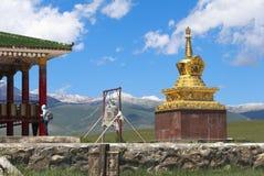 巴音布鲁克草原寺庙在新疆 库存照片
