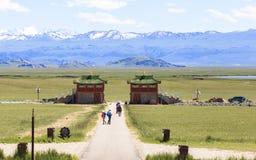 巴音布鲁克草原寺庙在新疆 图库摄影