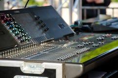 音频控制混合的面板 免版税库存图片