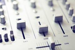 音频搅拌机声音 音乐录音室设备 免版税库存图片