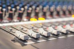 音频混合的控制 免版税库存照片
