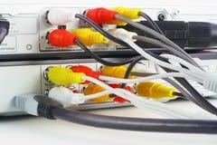 音频电缆连接了视频的DVD机 免版税库存照片