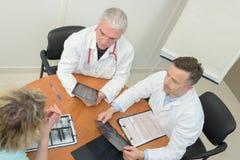 顶上的看法医护人员开会议在医院 免版税图库摄影
