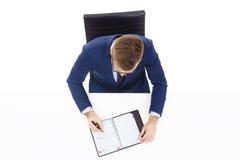 顶上的观点的与组织者的一个英俊的商人在办公室 事务和办公室概念 免版税库存照片