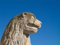顶头狮子雕象 免版税库存图片