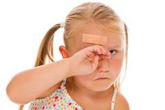 顶头的女孩少许膏药 免版税库存图片