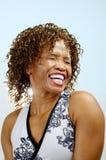 顶头笑的肩膀妇女 免版税图库摄影