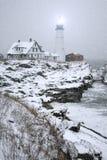 顶头轻的波特兰雪风暴 免版税库存图片