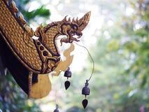 顶房顶古色古香的历史的泰国佛教寺庙建筑学北泰国样式细节  免版税图库摄影