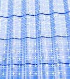 顶房顶在一个白色背景3D例证的太阳电池板 库存照片