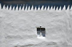 顶房顶在空白墙壁上的影子 库存照片