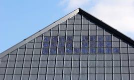 顶房顶太阳瓦片 免版税图库摄影