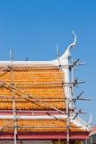 顶房顶泰国的寺庙 免版税库存照片