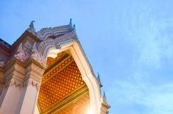 顶房顶泰国的寺庙 库存照片