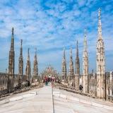 顶房顶米兰大教堂, Lombardia,意大利大阳台  免版税库存照片