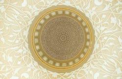 顶房顶装饰设计inSheikh扎耶德清真寺,阿拉伯联合酋长国 免版税库存照片
