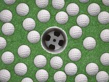 顶视图与空的高尔夫球杯子的高尔夫球 库存照片