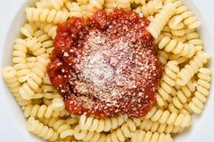 面团和西红柿酱 免版税库存图片