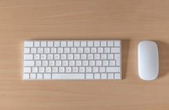 顶视图办公桌键盘老鼠 免版税库存照片