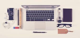 顶视图有膝上型计算机的办公桌 免版税图库摄影